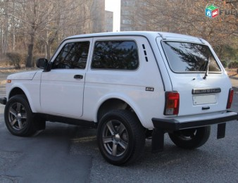 Rent a car, oravardzov NIVA 2011 tiv, FULL havaqac, gazov, aranc varord