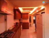 3 սենյականոց օրավարձով բնակարան Կողբացի փողոցում. կենտրոն, 1ին հարկ