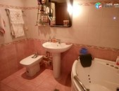 Վաճառվում է 3 սենյականոց բնակակարան կենտրոն Չարենց փողոցում, Սայաթ Նովա խաչմերուկ