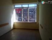 Տրվում է վարձով գրասենյակային դատարկ տարացք կոմիտաս շուկայի մոտ 1–ին գիծ, բիզնես կենտրոնի 3 րդ հարկում