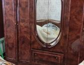 Ննջասենյակի մեծ պահարան իր երկու կոմոդով