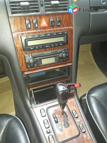 Mercedes-Benz -     E 240 , 2000թ.