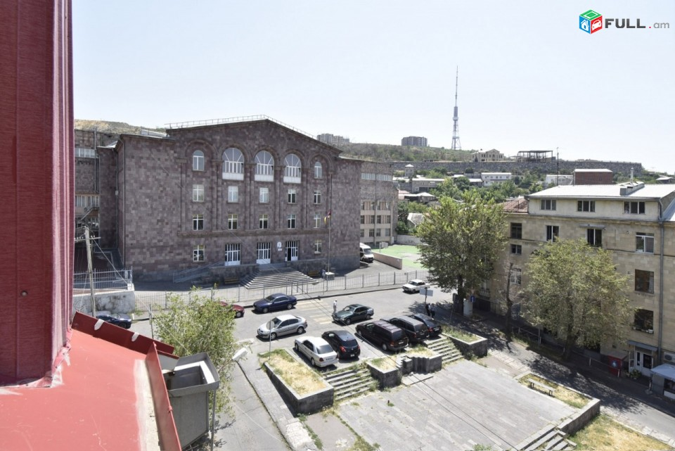 4 սենյականոց նոր վերանորոգված բնակարան Չարենց փողոցում