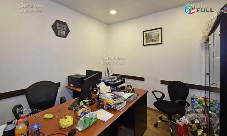 Գրասենյակային տարացք, Նոտարի շենքի մոտ