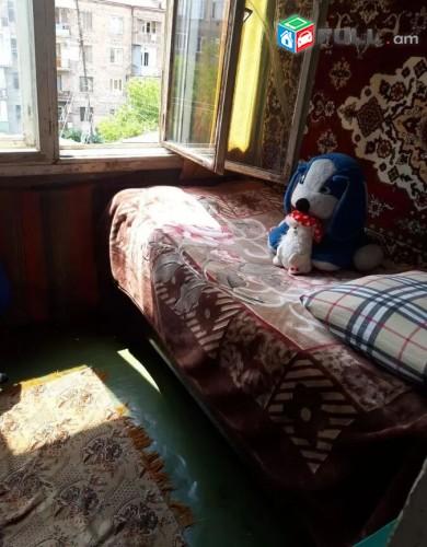 Արամ Խաչատրյան փողոցում 2 + 1 սենյականոց բնակարան. 2 + 1 senyak Aram Xachatryan