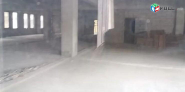700 qm komercion taracq Komitasi poxotayum, arajin gic vajarq