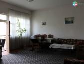 Բնակարան քարե շենքի 3-րդ հարկում 100 ք / մ