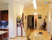 Վաճառբում է 5 սենյականոց բնակարան Եզնիկ Կողբացի փողոց քարե շենք