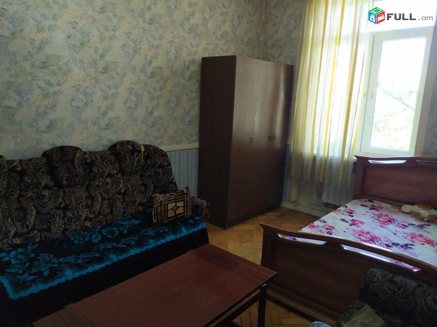 1 սենյականոց բնակարան Ամիրյան փողոցում, 40 ք.մ., բարձր առաստաղներ, եվրովերանորոգված, քարե շենք