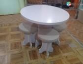 Խոհանոցի կլոր սեղան աթոռներով