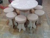 Կլոր սեղան կլոր աթոռներով