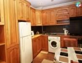 AL4992 Վարձով է տրվում 3 սենյականոց բնակարան Մաշտոցի պողոտայում