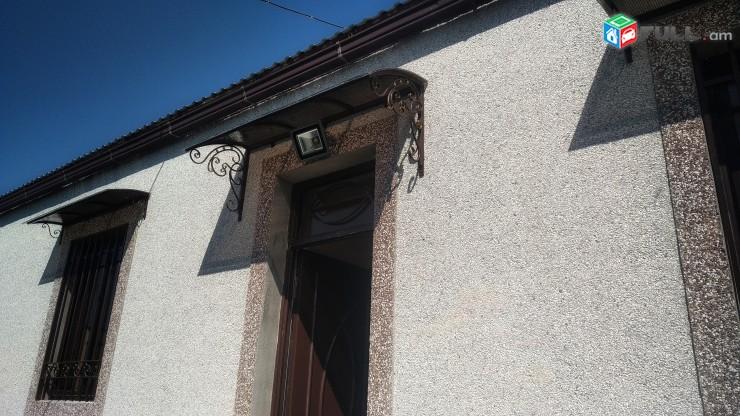 Դռներ, դարպասներ, բազրիքներ, ծածկեր
