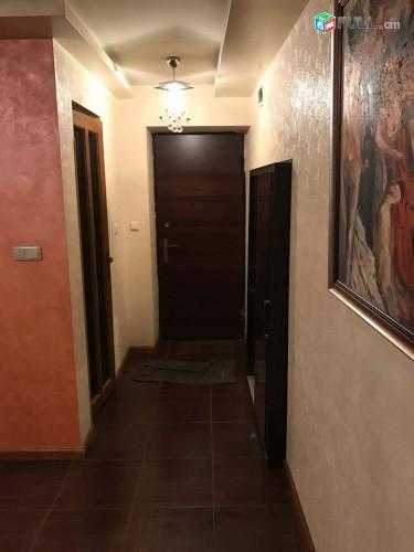 Օրավարձով է տրվում բնակարան 3 մասում ոսկեդարի շենքում