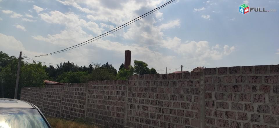 1135քմ հող Զովունի, հուշարձանի մոտ, չհասած հուշարձան աջ թևում բարձրունքի վրա