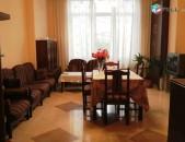 Վարձով 3 սենյականոց բնակարան Վարդանանց փողոցում, 60քմ