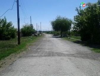 4-րդ. գյուղում, 350քմ. սեփականաշնորված տնամերձ, 10-մետր ճակատ