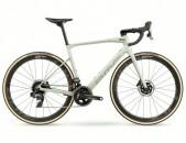 2021 - BMC Road Bike Roadmachine 01 THREE Force eTap AXS HRD (RUNCYCLES)