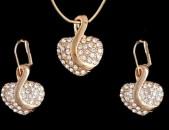 Gexecik chgunatapvox komplektner. Vznoc ev oxer. Women necklace, pendant and ear