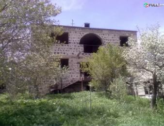 Կիսակառույց սեփական եռահարկ տուն հողամասին կից Սեվան քաղաքում ՍԱԿԱՐԿԵԼԻ