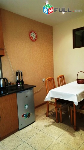 Կոդ 40-09-02-25  Օրավարձով  4 սեն. բնակարան  Կենտրոն - ում
